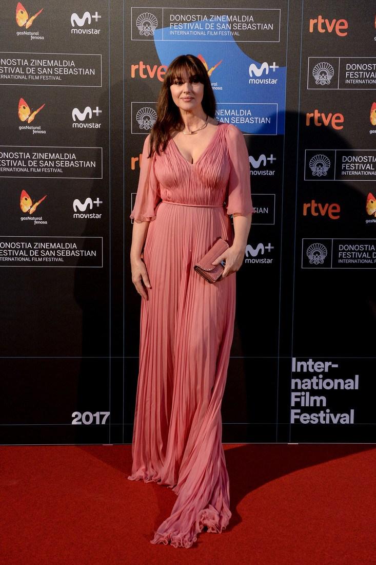 SAN SEBASTIAN, SPAIN - SEPTEMBER 27: Monica Bellucci receives Donostia Award during 65th San Sebastian Film Festival on September 27, 2017 in San Sebastian, Spain. (Photo by Carlos Alvarez/Getty Images)