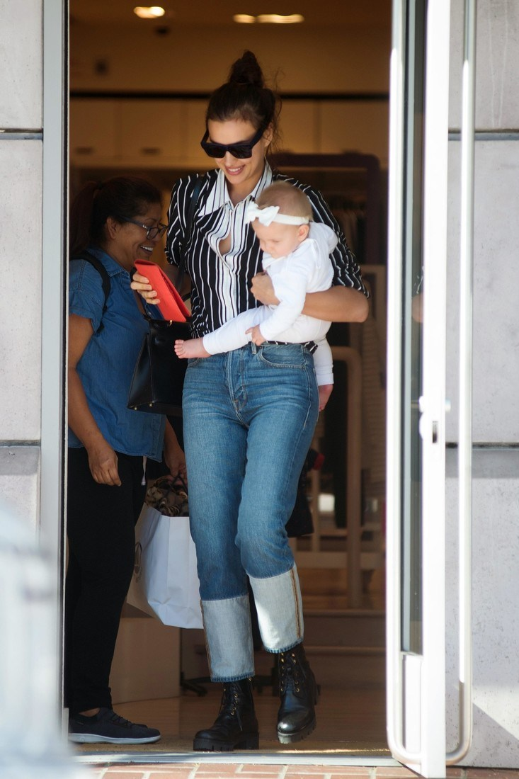11/08/2017 EXCLUSIVE Irina Shayk is spotted out on a shopping trip with her baby in Los Angeles. The 31 year old Russian model stepped out in a black and white striped blouse, jeans with inside out cuffs, and black boots. sales@theimagedirect.com Please byline:TheImageDirect.com *EXCLUSIVE PLEASE EMAIL sales@theimagedirect.com FOR FEES BEFORE USE