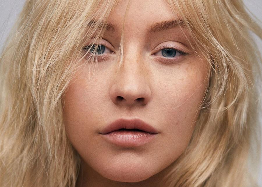 Кристина Агилера изменилась до неузнаваемости в фотосессии модного издания