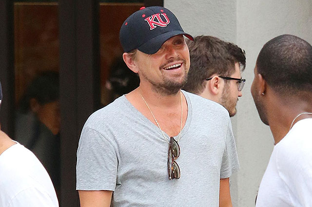 Leonardo DiCaprio shows his underwear as it seemed that his pants were falling and is also seen texting non-stop as he went for a long walk with friends in Manhattan's downtown area. New York City, NY - Saturday July 15, 2017. Photograph: ?? LGjr-RG, PacificCoastNews. Los Angeles Office (PCN): +1 310.822.0419 UK Office (Avalon): +44 (0) 20 7421 6000 sales@pacificcoastnews.com FEE MUST BE AGREED PRIOR TO USAGE