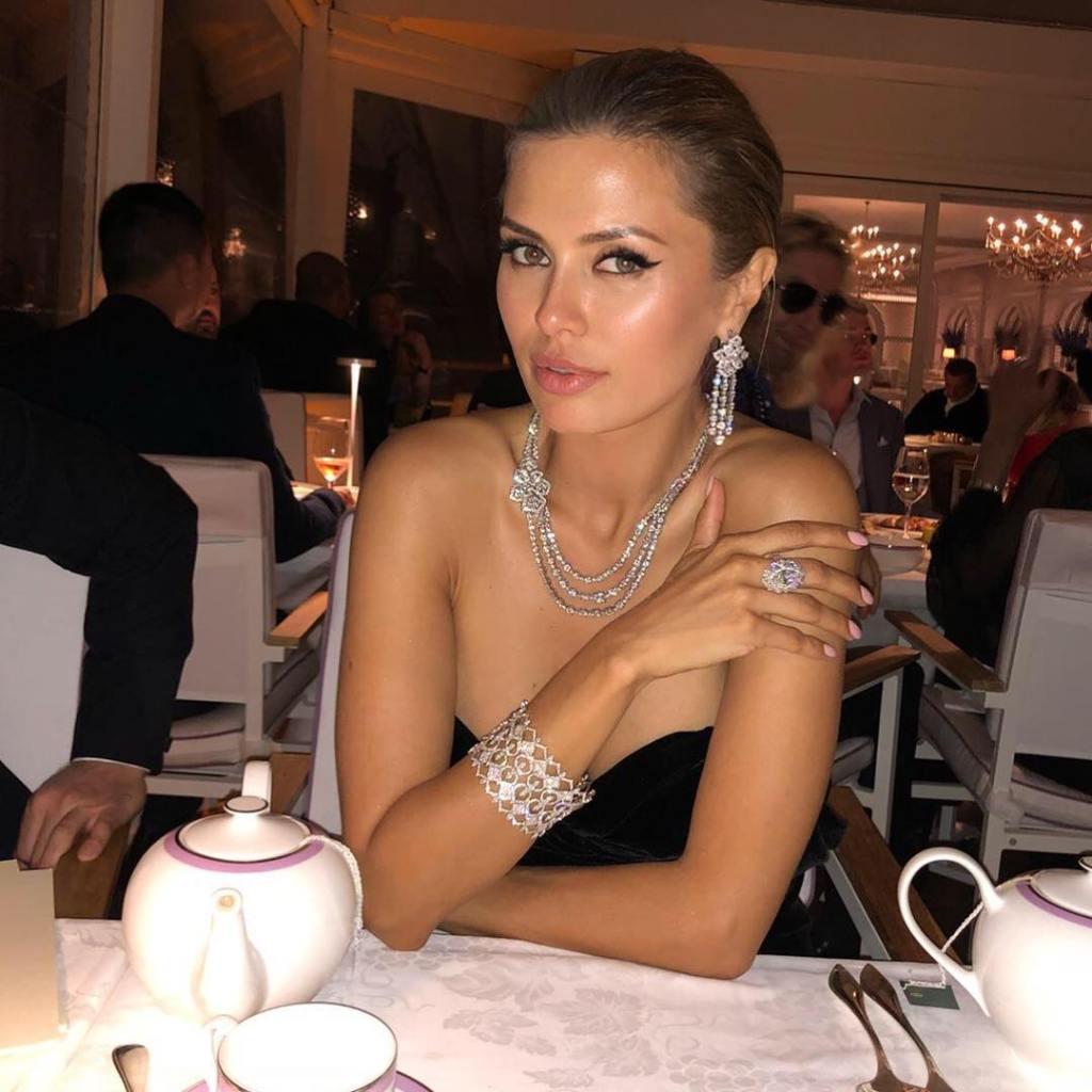 Виктория Боня вышла на красную дорожку с очередным миллионером — фото