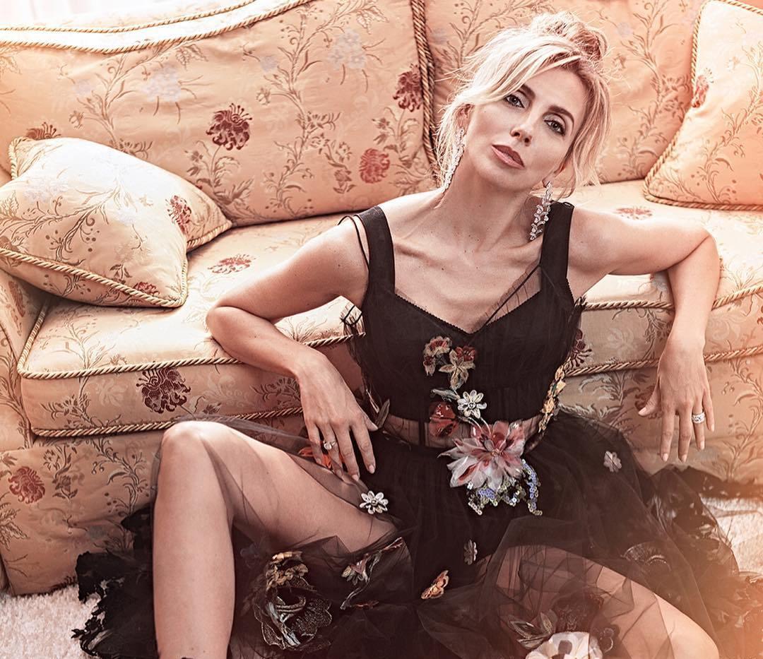 49-летняя Светлана Бондарчук показала фигуру в прозрачном платье — фото