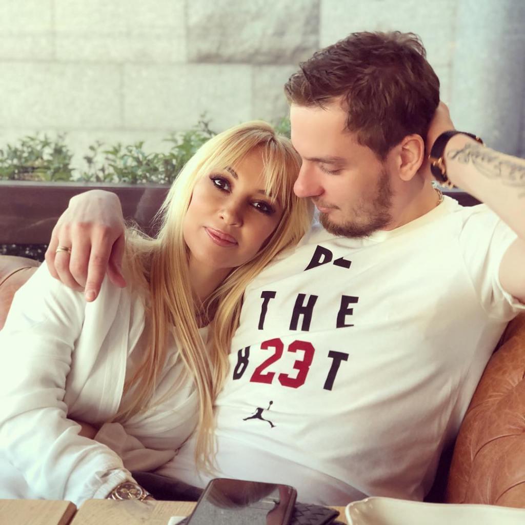 Молодой муж Леры Кудрявцевой выложил ее беременное фото