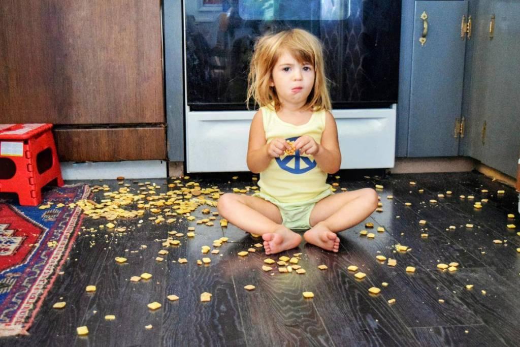 Муж убедил свою жену не убирать за детьми и вот что произошло