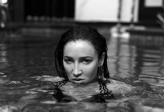 Ольга Бузова полностью обнажилась на Сейшелах — фото