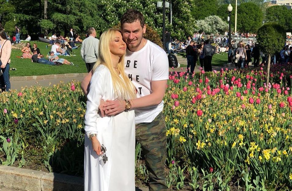 Лера Кудрявцева одновременно станет мамой и бабушкой