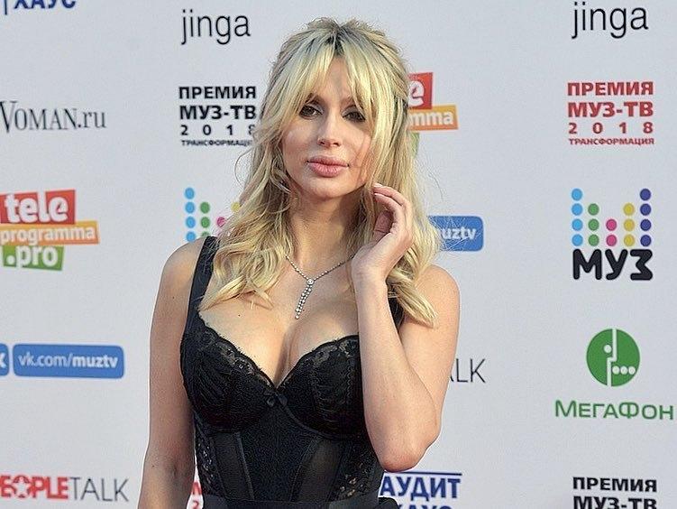 Светлана Лобода впечатлила фигурой через 2 недели после родов — фото