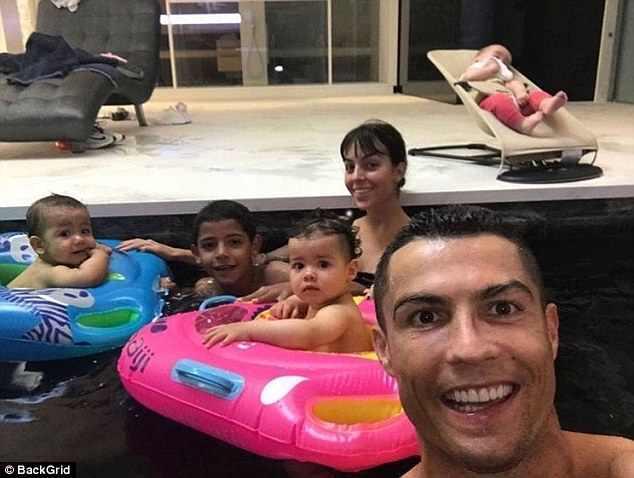 Роналду отметил первый день рождения своих двойняшек — фото