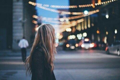Ты не заслуживаешь мужчину, с которым тебе одиноко