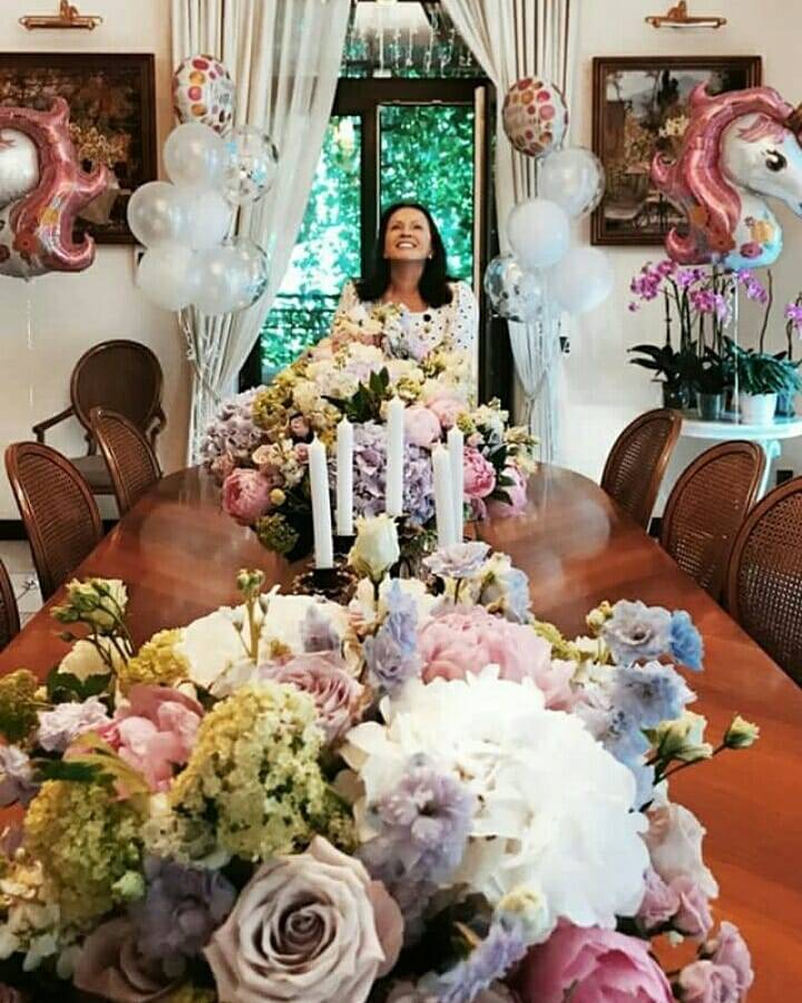 7 августа известная певица София Ротару отметила свое 71-летие, и фото с праздника произвели фурор в ее Инстаграме.