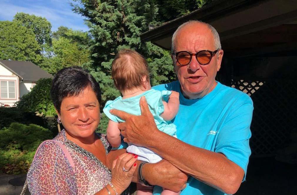 78-летний Виторган и его 56-летняя супруга удивили пляжным ФОТО с 5-месячной дочкой