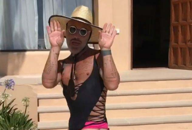 Танцующий миллионер на каблуках и в купальнике станцевал под Дрейка — видео